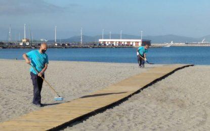 Playas prosigue con los trabajos de acondicionamiento del litoral con vistas al inicio de la temporada el 10 de junio