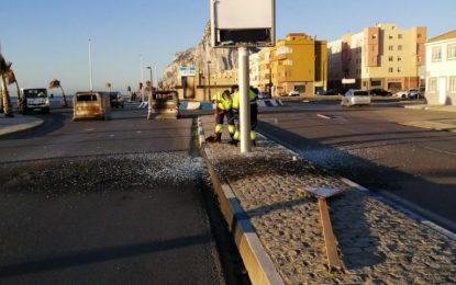 El Ayuntamiento articula un dispositivo especial de limpieza en la zona de levante tras los actos vandálicos de los últimos días