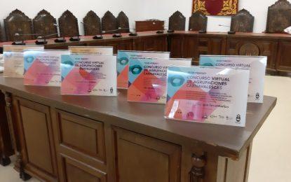 El alcalde entrega placas de reconocimiento a quienes hicieron posible el Carnaval y la Semana Santa virtuales