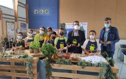El alcalde ha visitado esta mañana un taller de cocina saludable en el colegio Picasso