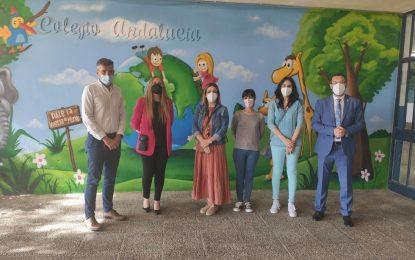 """El alcalde ha visitado esta mañana el """"Aula del Futuro"""" del colegio Andalucía"""