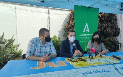 La coordinadora provincial del IAJ contacta con colectivos juveniles y el sector comercial de la ciudad para promocionar el Carné Joven