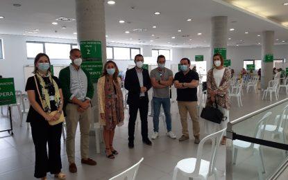 El alcalde  ha visitado hoy el punto de vacunación del  Palacio de Congresos