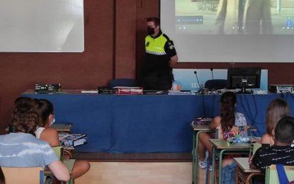 La Policía Local ofrece un curso sobre Seguridad Vial a alumnos del IES Mediterráneo