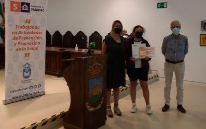Salud entrega a Sofía Cuevas, Athenea Rodríguez y Amanda García los premios del concurso 'Día Mundial Sin Tabaco'