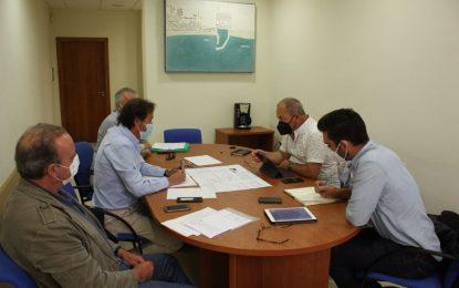 La Junta informa a la gestora de productos pesqueros de La Atunara de las mejoras en la lonja y el centro de moluscos