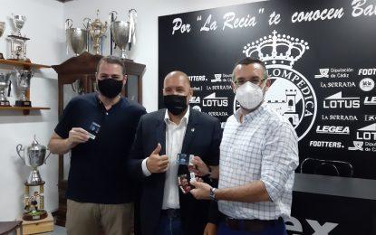 El alcalde adquiere el abono de temporada de la Real Balompédica Linense