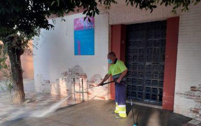 Limpieza acomete la desinfección de la zona de los Junquillos