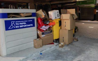 Limpieza  recuerda a los comerciantes de Isabel la Católica  la prohibición de depositar grandes volúmenes de cartón  en  los contenedores de reciclaje