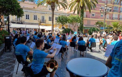Mercados y Comercio firma un convenio con Alaho y Apymell para desarrollar conciertos gratuitos durante el mes de agosto