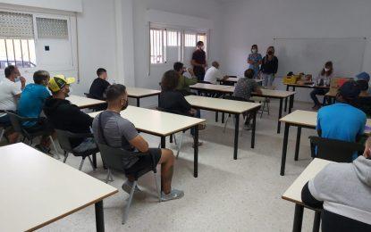 Iniciados unos cursos de formación básica en seguridad para pescadores en unas aulas cedidas por el Ayuntamiento en La Atunara