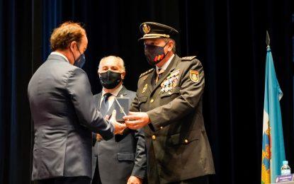 La Policía concede a Gerardo Landaluce la Cruz al Mérito Policial con Distintivo Blanco
