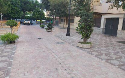 Movilidad Urbana y Mantenimiento Urbano refuerzan las zonas de carga y descarga y estacionamiento de motos en las calles Rafael León, Salvador Dalí y Carboneros