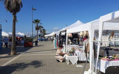 Turismo mantendrá el mercadillo artesanal en Poniente debido al éxito de público