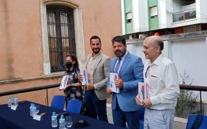 Paco Oliva presentó esta tarde en el Museo del Istmo 'Carta de amor de un gibraltareño a La Línea de la Concepción'