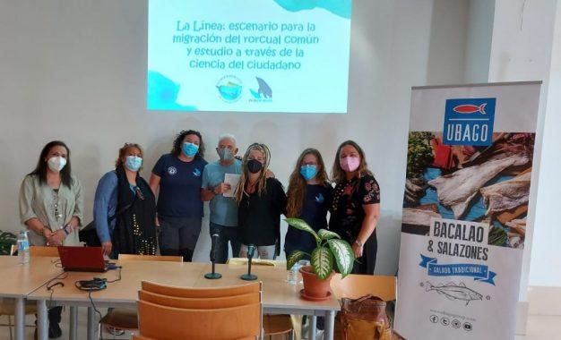 El Centro de Participación Activa de La Atunara ha sido escenario de una ponencia sobre la migración del rorcual común en las costas linenses