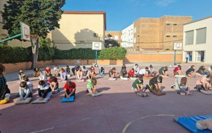 Zuleica Molina y Sebastián Hidalgo participan en un acto divulgativo sobre reanimación cardíaca organizado por el Área Sanitaria Este en centros educativos