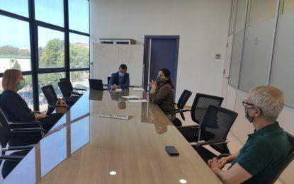 """El alcalde y Asuntos Sociales abordan con Once la colaboración de sus usuarios en proyectos como el """"Jardín Violeta"""" en el parque Princesa Sofía"""
