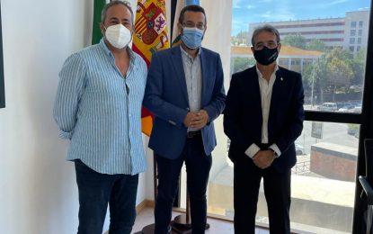 El alcalde aborda con el presidente del Colegio de Enfermería de Cádiz el desarrollo de proyectos de colaboración